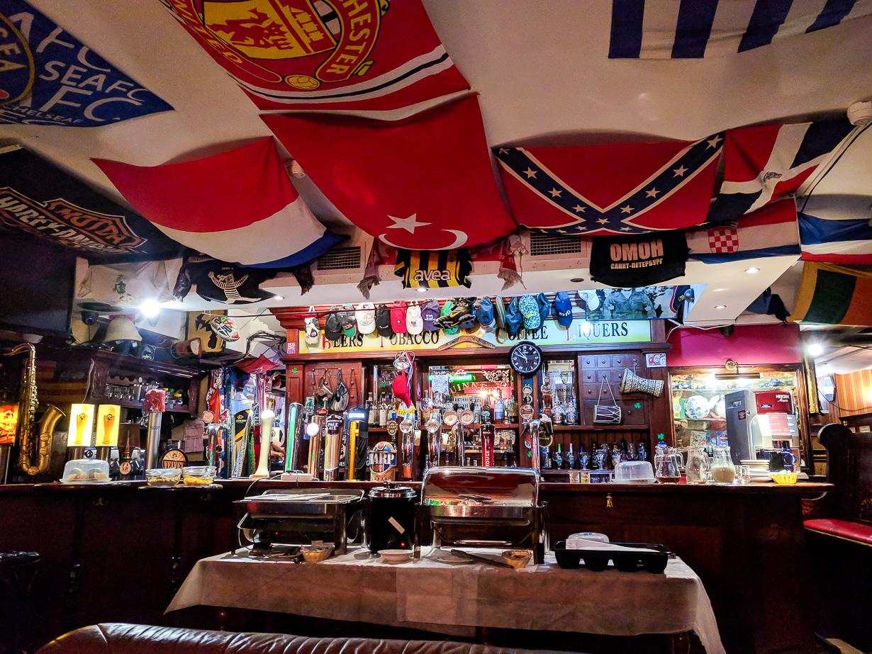 Irlantilainen pubi RED 2. Sovjetskaja -kadulla