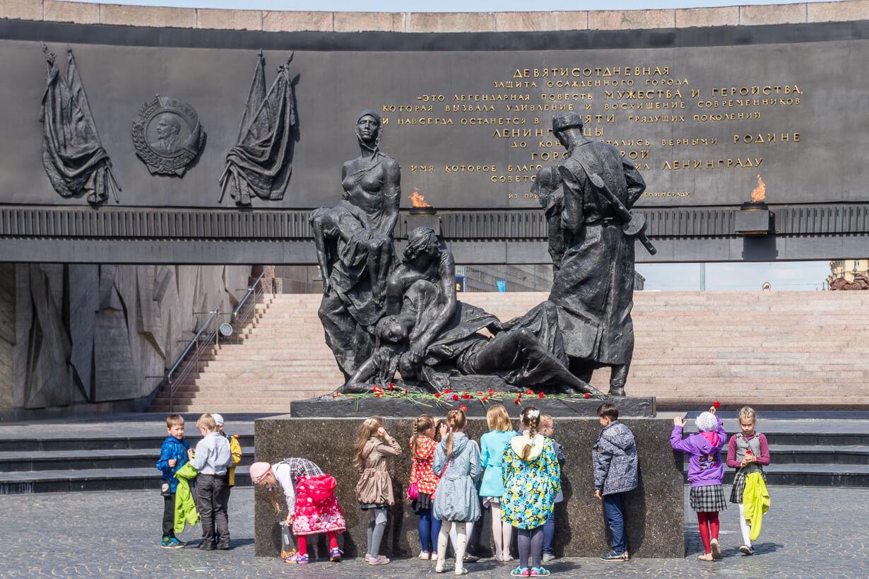 Pietarin Leningradin sankarillisten puolustajien muistomerkki