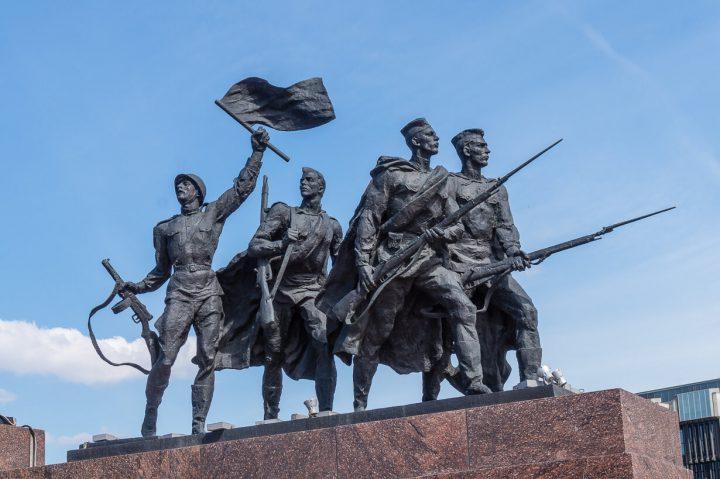Leningradin sankarillisten puolustajien muistomerkki, Pietari
