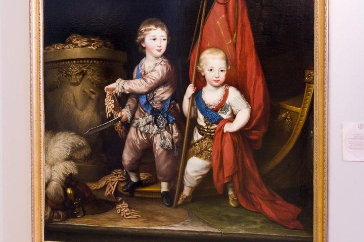 Keisarillisen perheen ja ylhäisön potretteja Mikaelinlinnassa Pietarissa