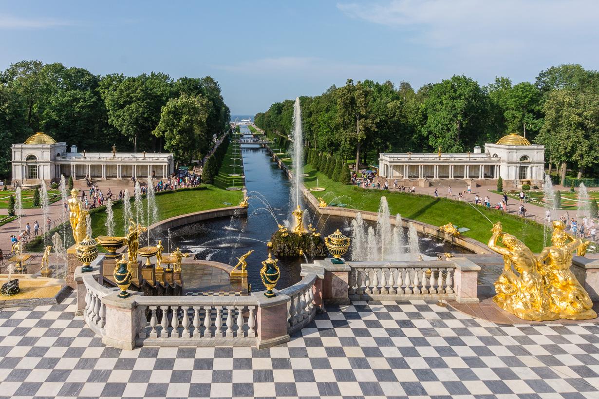 Pietarhovi: alapuiston suihkulähteet