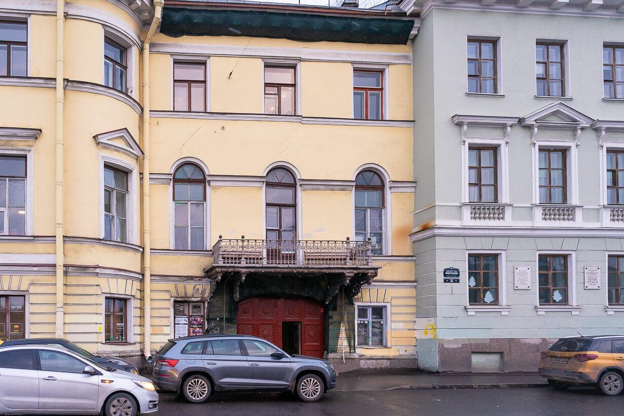 Golitsyn Loftin sisäänkäynti Fontankan rantakadulla Pietarissa